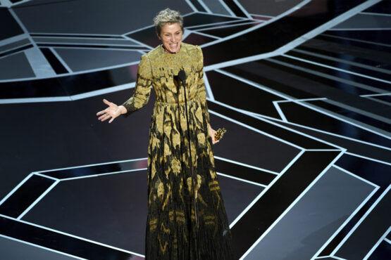 Oscar-winnares Frances McDormand deelt een krachtige boodschap