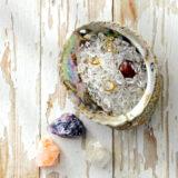 Abalone oplaadschelp met bergkristal
